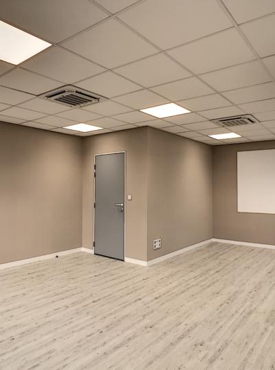 bureaux rénové par Deco Peint, revêtement mural et sol pvc