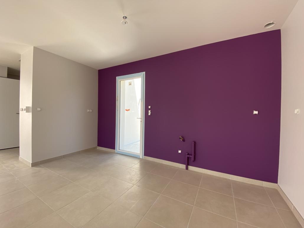 Murs d'une cuisine couleur personnalisée aux meubles par Deco Peint