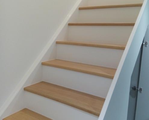 rénovation et mise en peinture d'un escalier en bois à Chécy