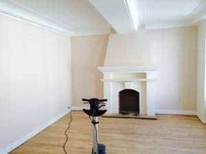 plafond et murs rénovés et peints par Deco Peint dans un appartement