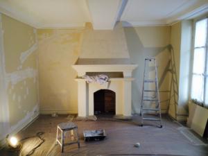 préparation des murs et du sol avant rénovation et décoration d'un appartement