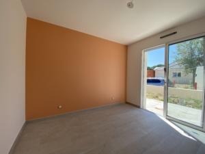Chambre mise en peinture murs et plafond par Deco Peint
