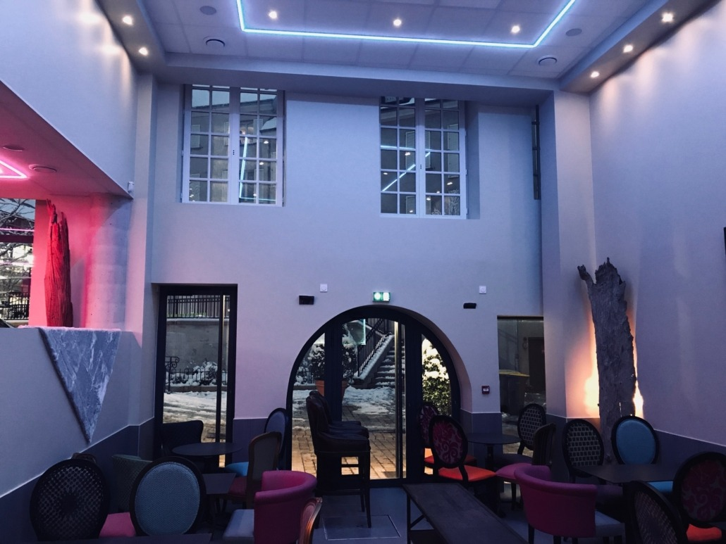 Salle restaurant peinture par Deco Peint à Orléans