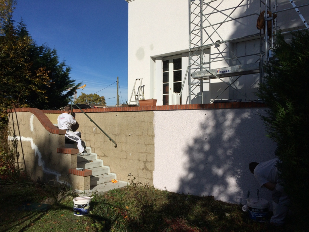 Ravalement d'une façade de maison individuelle par Deco Peint