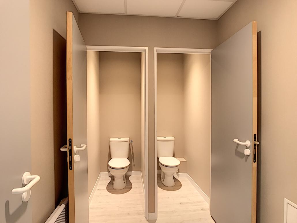 Rénovation toilettes de bureau à Orléans