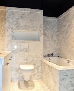 Salle de bain rénovée dans un appartement Haussmannien