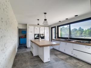 Cuisine mise en peinture murs et plafonds en blanc