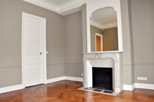 pièce d'un appartement mise en peinture et rénovée