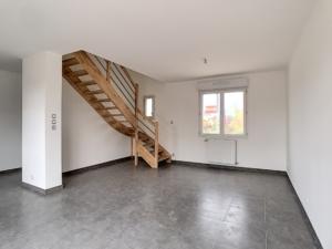 Séjour maison neuve peinture blanche à Saint Hilaire Saint Mesmin
