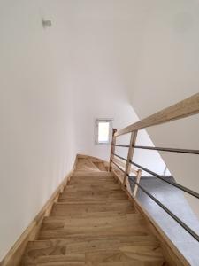 murs escalier maison neuve peinture blanc