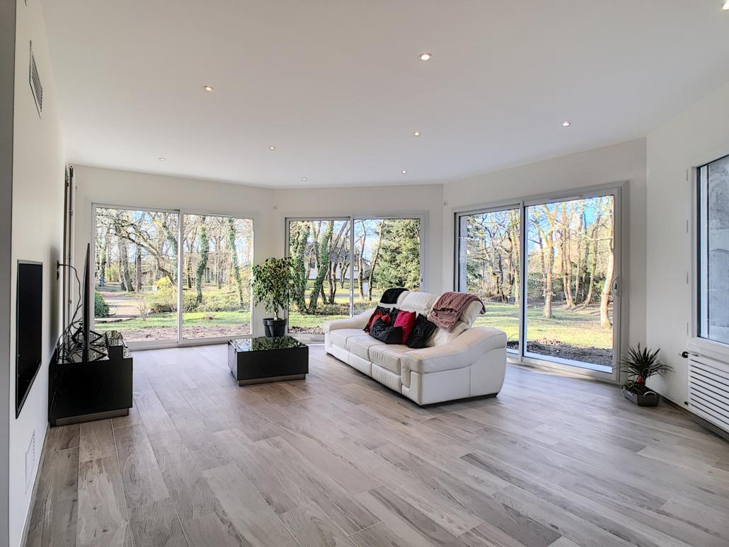 extension maison murs et plafonds peinture blanche