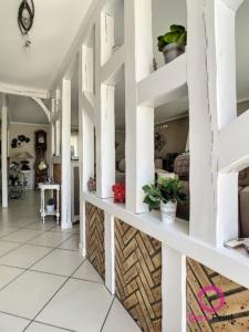 colombages peints en blanc maison à Orléans